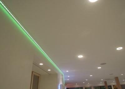 74 leds intégrés au plafond suspendu